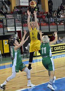 Giulia Bocchi - ala Basket Cavezzo al tiro
